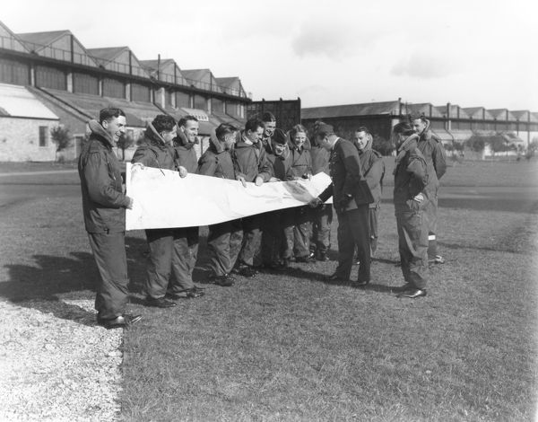 Airmen of the Long Range Development Unit, with map, RAF Upper Heyford, 1938