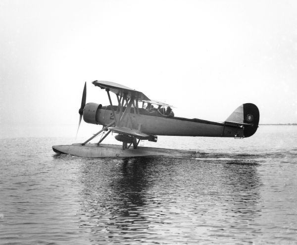 Blackburn Shark seaplane of the Portuguese Naval Aviation on water, Brough 1936