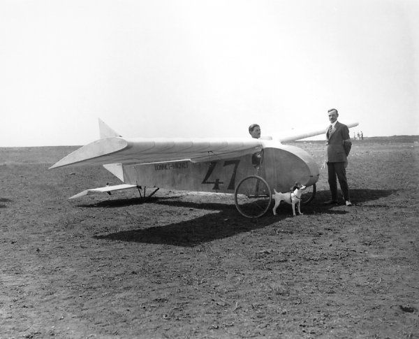A pilot sat in the Bonnet-Mignet glider, Vauville 1923