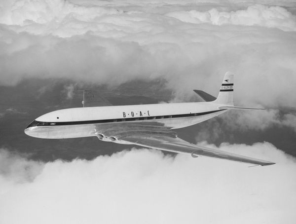 de Havilland DH.106 Comet 1 (G-ALZK) of BOAC in flight, 1951