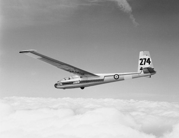 Let L-13 Blanik 326 (274) of the RAFGSA in flight, Lasham, 1964