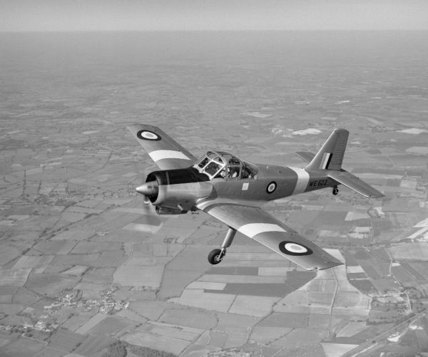 Percival Provost T.1 prototype (WE522) in flight from Luton, 21 May 1952
